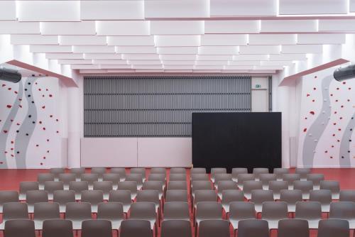 LANG BENEDEK ASSOCIATED ARCHITECTS S. R. O. | REKONŠTRUKCIA MULTIFUNKČNEJ SÁLY POD KOSTOLOM DONA BOSCA NA DORNKAPLI V TRNÁVKE