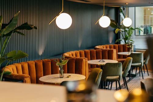 3-CLIQUE CAFÉ & BAR (228 m²)-Bratislava