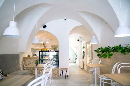Balážik architekti - interiérový dizajn kaviarne About Coffee