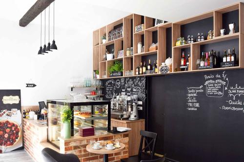 Vau-architekti-dizajn-kaviarne-la-patisserka