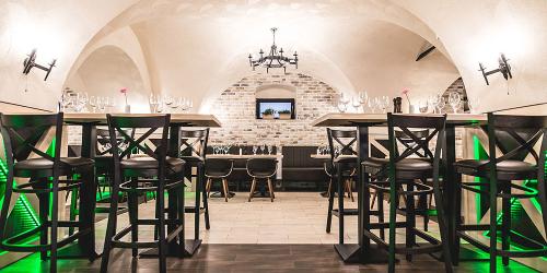 JURANI & TOMA Architekti - Reštaurácia Kráľovský dvor